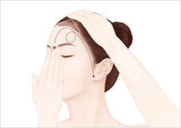 STEP4 - Use one hand to pull your glabella toward the middle of your hairline, while using the other hand to massage the formula into your forehead and facial contours.